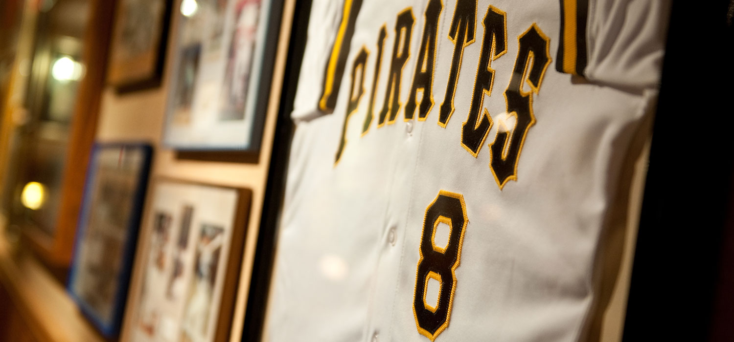 HUNDREDS OF AUTHENTIC AND AUTOGRAPHED SPORTS AND ENTERTAINMENT MEMORABILIA